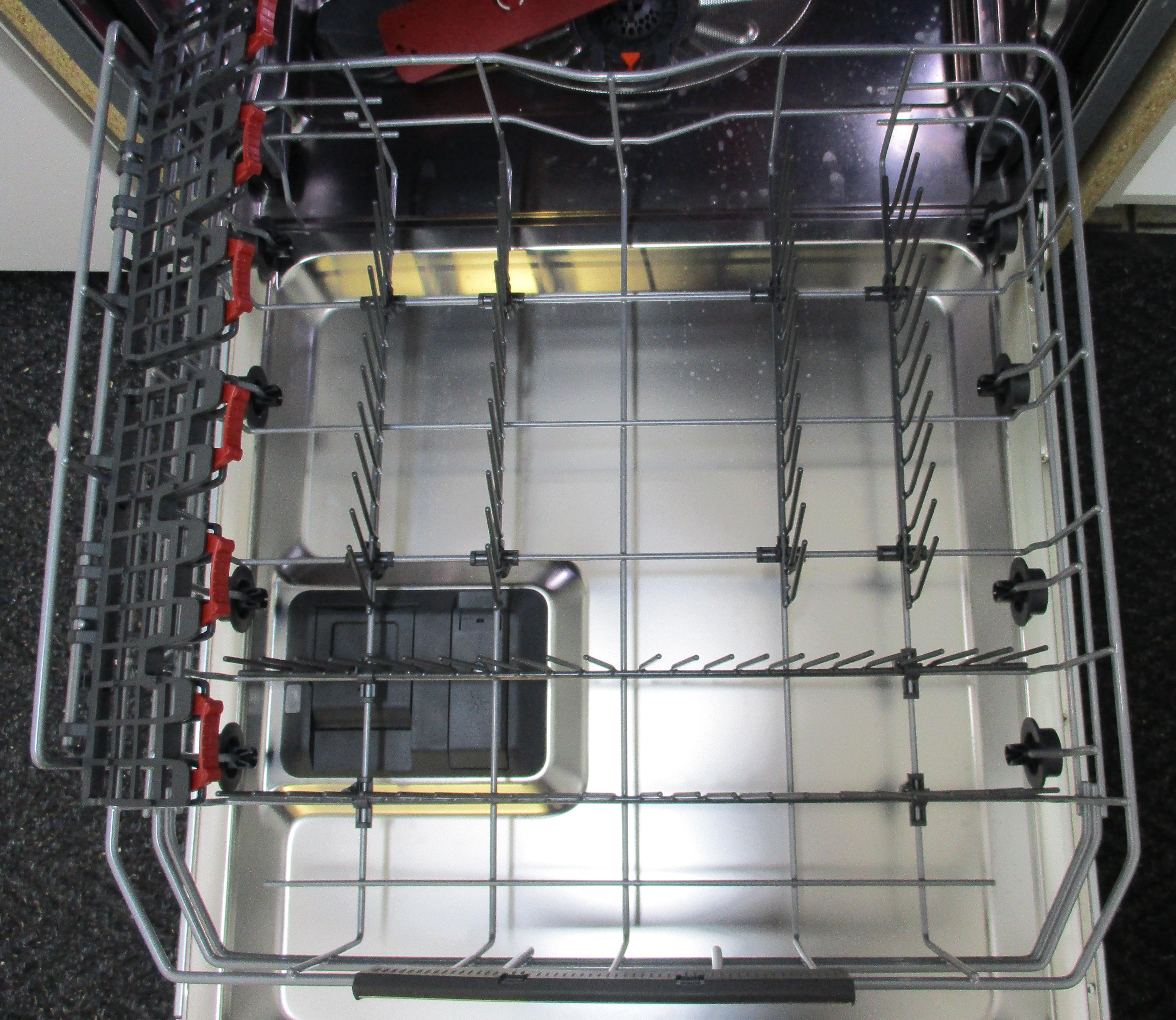 I dettagli del test sulla lavastoviglie AEG FSE83700P